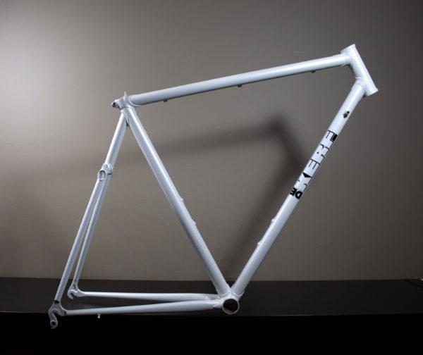 Dekerf White Framer